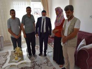 Diyarbakır Bağlar Belediye Başkanından evladını PKK'dan kurtaran anneye ziyaret