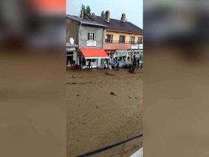 Van'ın Başkale ilçesinde sel: Dükkanları su bastı