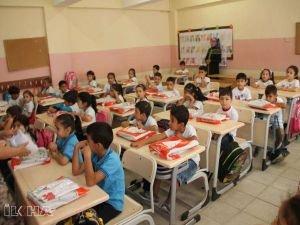 Milyonlarca öğrenci yarın okula başlıyor