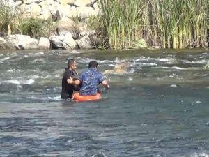 Balık tutarken suyun yükselmesi sonucu mahsur kalan vatandaş kurtarıldı