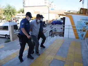 Afgan göçmenleri Batı illerine götüren Suriyeli uyruklu şoför tutuklandı