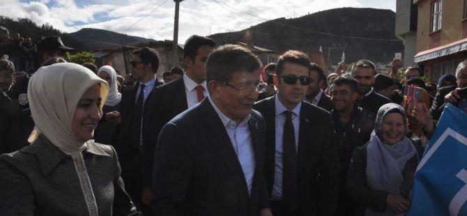 """Başbakan Davutoğlu: """"Allah aramıza nifak sokmak isteyenlere fırsat vermesin"""""""