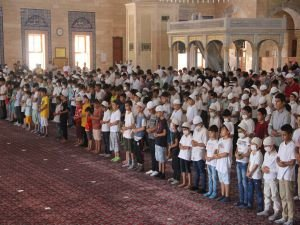 """Adana'da yüzlerce çocuk """"Hayat Namazla Güzeldir"""" etkinliğine katıldı"""