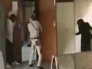 Hindistan'da avukat giyimli çete üyeleri mahkeme salonunu bastı: 3 ölü
