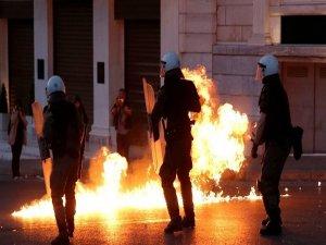 Yunanistan'ın vergi ve emeklilik düzenlenmesine protesto