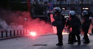 Yunanistan'da polis ve göstericiler arasında tehlikeli tırmanış