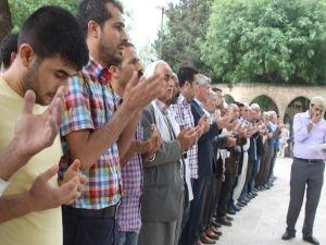 Nizami için Balıklıgöl'de gıyabi cenaze namazı kılındı