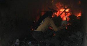 Rus savaş uçakları Halep'i bombalıyor