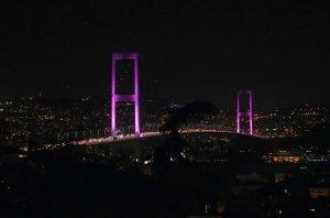 Boğaziçi köprüsü pembe renge büründü