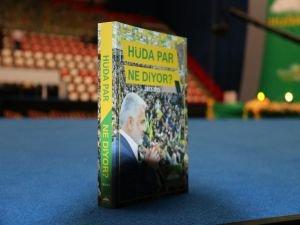 HÜDA PAR'ın 2'inci Olağan Büyük Kongresi'nde delegelere kitap hediye edildi