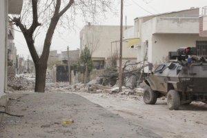 Askeri aracın geçişi sırasında patlama: Çok sayıda asker yaralı!