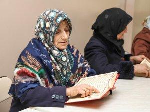 Yaşlıların Kur'an öğrenme azmi
