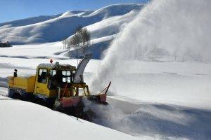 Etkili olan kar yağışı 100 köy yolunu ulaşıma kapadı