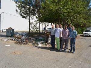 Çöpleri toplanmayan esnaftan belediyeye isyan