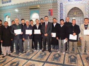 İmam  ve öğretici kursiyerlere başarı belgesi verildi