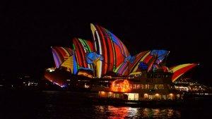 Vivid Sydney Festivali renkli görüntülere sahne oldu