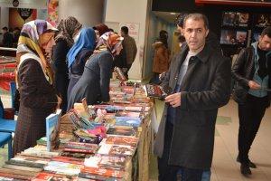 Kütüphanelerimizi Kitap'la dolduralım kampanyası