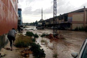 Aniden bastıran dolu ve yağmur hayatı olumsuz etkiledi