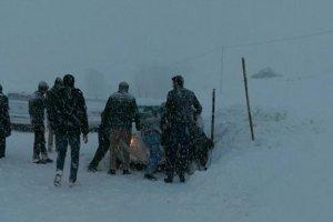 Yoğun kar yağışı Bingöl ulaşımı'nı durdurdu