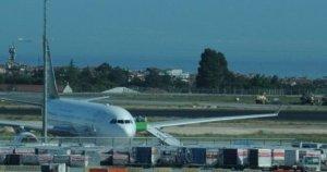 Pilotla tartışan bir yolcu yüzünden tüm yolcular indirildi