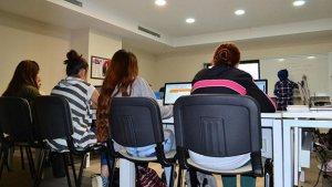 Yetiştirme yurtlarındaki kızlar hayata hazırlanıyor