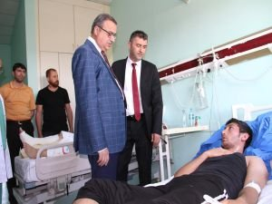 Vali Ali İhsan Su patlamada yaralananları ziyaret etti