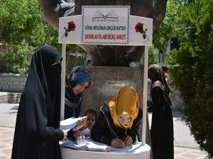 """Genç bayanlara yönelik """"İslami Bilinç Anketi"""""""