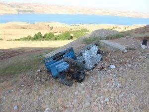 Çapa motoru şarampole yuvarlandı: 1 ölü