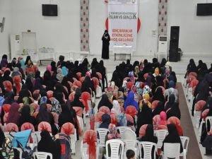 """""""Yeni Neslin İnşasında İslam ve Gençlik"""" semineri"""