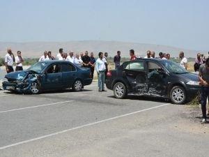 İki aracın çarpıştığı kazada 10 kişi yaralandı