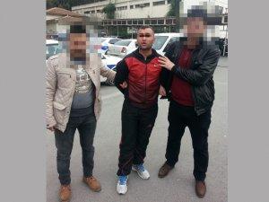 9 yıl cezalı şahıs, esrar satarken yakalandı