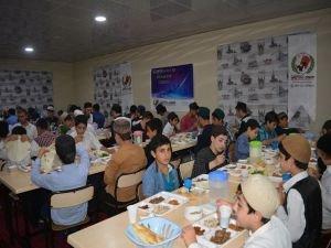 Avrupa Yetim Der'den Batman medrese öğrencilerine iftar yemeği