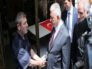 Başbakan Yıldırım, Vezneciler'de esnafı ziyaret etti