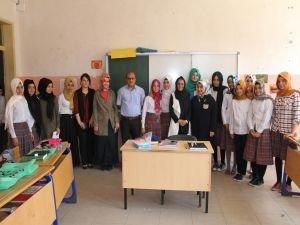 Öğrencilere Kur'an-ı Kerim dağıtıldı