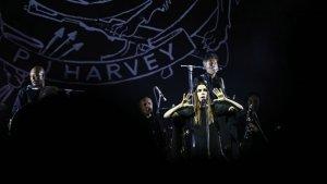 İngiliz müzisyen PJ Harvey, İstanbul'da hayranlarıyla buluştu
