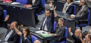 Yeşiller Partisi Eşbaşkanı Cem Özdemir'e tokat