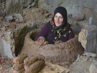 Sasonlular ilçeye has tandırlarda ekmek pişiriliyor