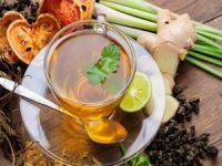 Hastalanmak istemeyen çalışan bitki çayı içiyor