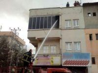 Merdivensiz itfaiye yangına müdahalede edince!