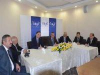 Vali Ahmet Deniz, girişimcilere sertifika verdi