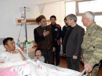 Vali Çınar yaralı askerleri ziyaret etti