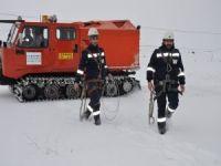ÇEDAŞ, elektrik arızalarına kar makineleri ile anında müdahale ediyor