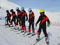 Bitlisli öğrencilerin kayak keyfi