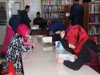 Örnek davranış! Vakitlerini kütüphanede geçiriyorlar