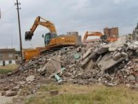 Sur'da kamulaştırılan yapılar yıkılıyor