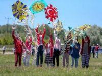 Öğrencilerin uçurtma şenliği sevinci