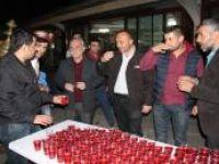Teravih namazı sonrası Osmanlı şerbeti ikramı ediliyor