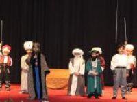"""İlkokul öğrencilerinden """"İstanbul'un Fethi 1453"""" tiyatro gösterisi"""