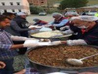 Van'da 30 bin kişiye iftar yemeği verildi