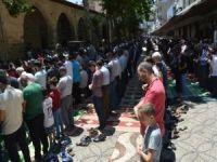 Ramazan'ın son cumasında camiler dolup taştı